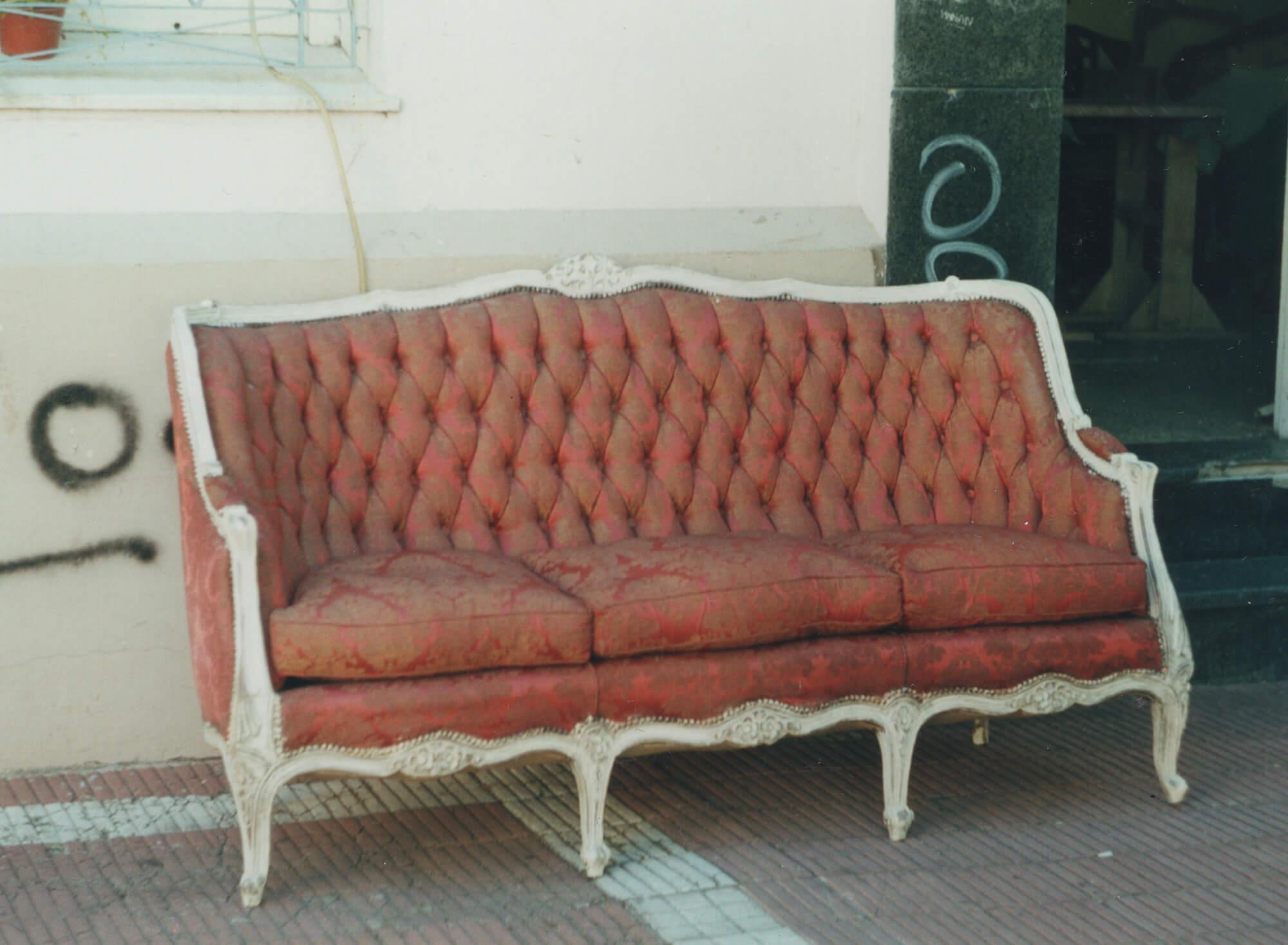 антикварний диван стиль кабріолет