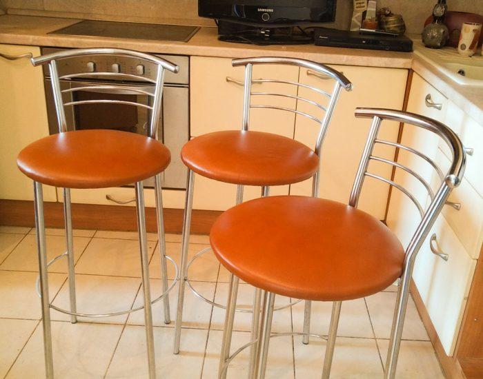 Перетяжка кухонных барных стульев